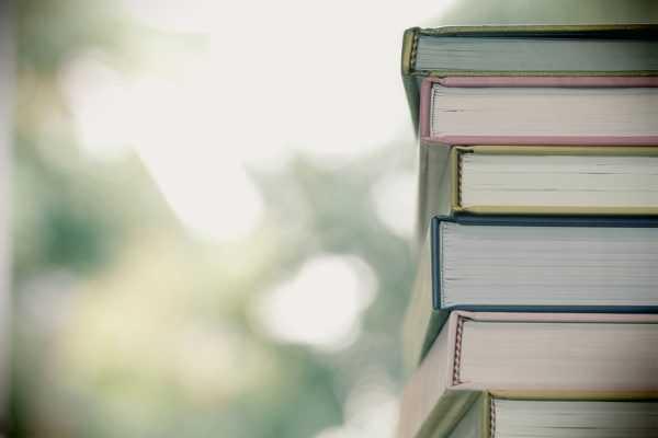 Bibliotekene er stengt, men tilbyr take-away fra torsdag 18. mars – bestill og hent!